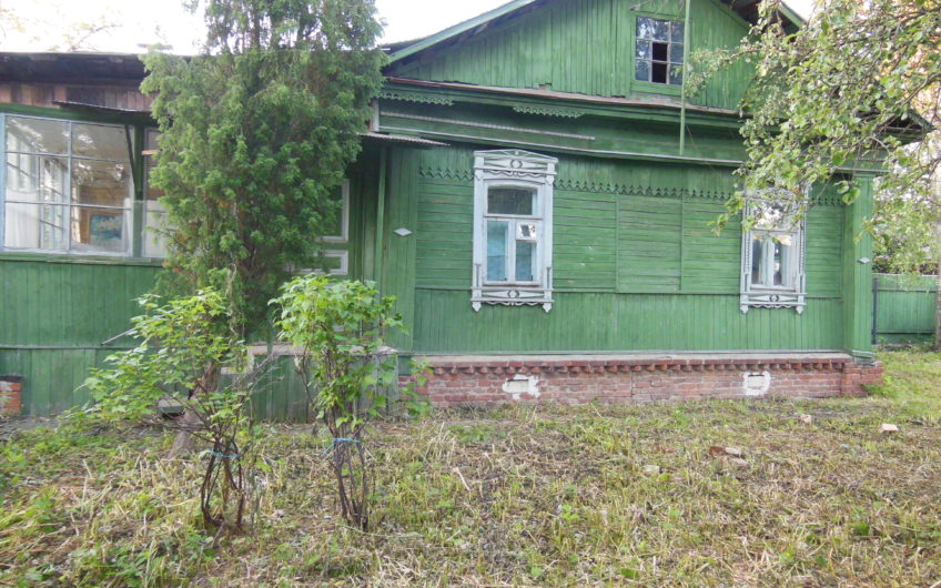 часть жилого дома с участком 7 соток в центре г. Домодедово